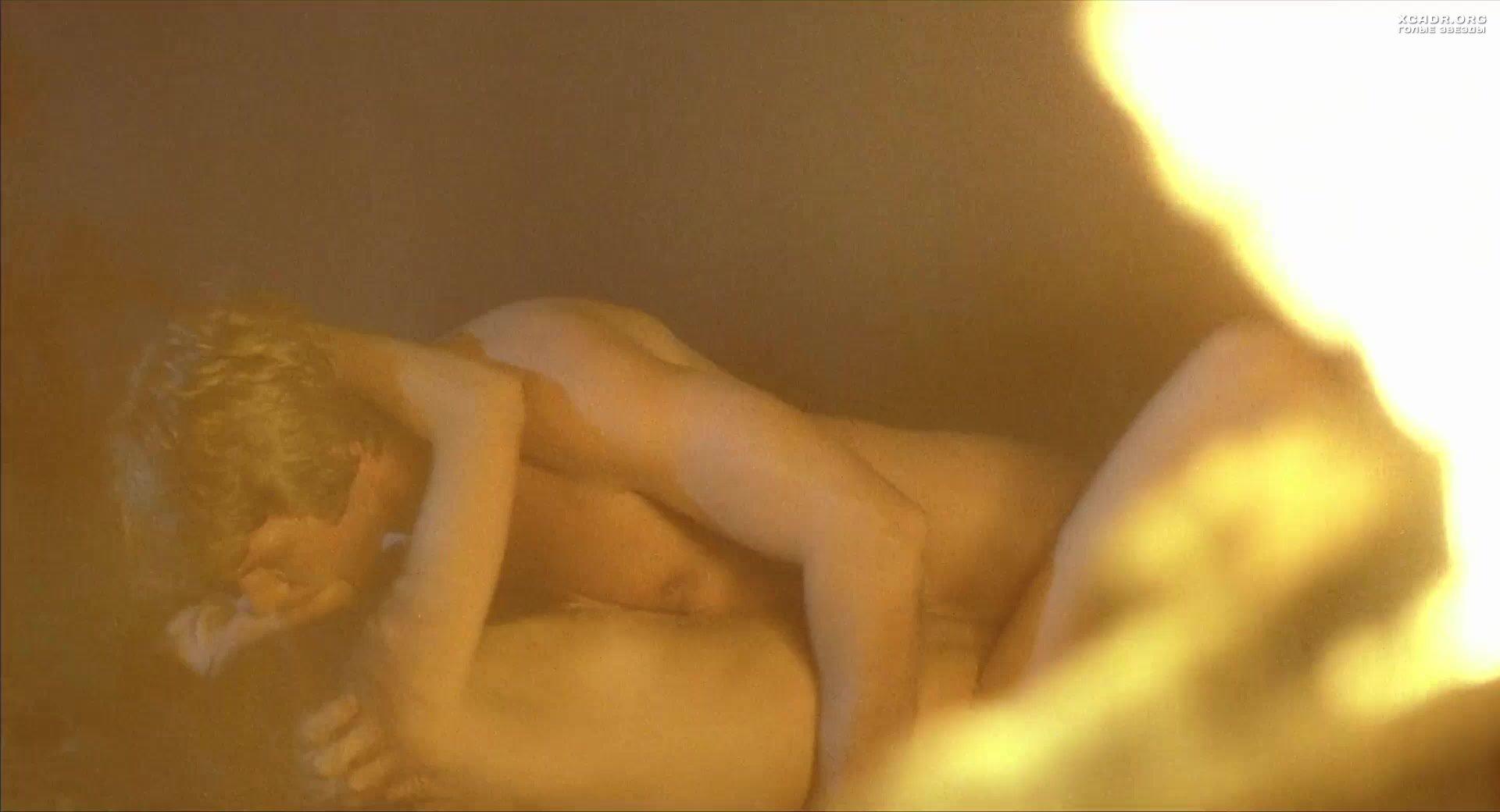 Секс С Элизабет Брукс У Костра – Вой (1980)