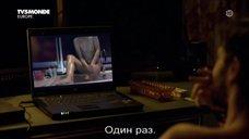 4. Полностью голая Камиль Панонакль – Красная зима