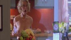 Хелен Миррен засветила грудь