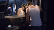 Откровенная сцена с Агнией Дитковските в туалете