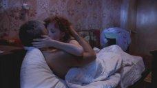 Полина Кутепова в ночнушке