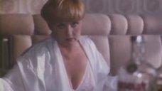 Пьяная Вера Алентова в белом белье