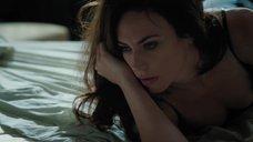 Мэгги Сифф в ночнушке
