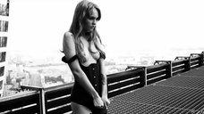 5. Сексуальная Анастасия Щеглова позирует в эротической фотосессии