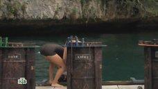 4. Алена Свиридова плавает под водой