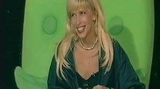 13. Алена Свиридова  в лифчике
