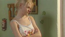Анна Котова в ночнушке