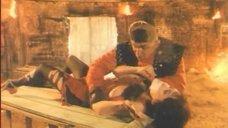 Голая грудь Натальи Бузько