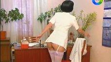 Секси медсестра Наталья Бузько в чулках
