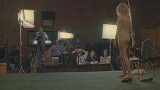 2. Голая девушка демонстрирует своё тело на кастинге – Секс и перестройка