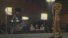 5. Голая девушка демонстрирует своё тело на кастинге – Секс и перестройка