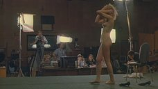 6. Голая девушка демонстрирует своё тело на кастинге – Секс и перестройка