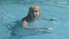 10. Екатерина Зинченко плавает в бассейне – Жених из Майами