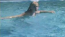 12. Екатерина Зинченко плавает в бассейне – Жених из Майами