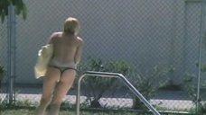 15. Екатерина Зинченко плавает в бассейне – Жених из Майами