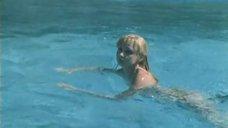 3. Екатерина Зинченко плавает в бассейне – Жених из Майами
