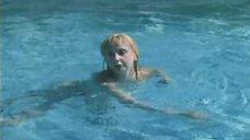 7. Екатерина Зинченко плавает в бассейне – Жених из Майами