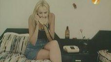 1. Ножки Екатерины Зинченко – Агент в мини-юбке