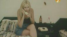 2. Ножки Екатерины Зинченко – Агент в мини-юбке