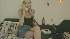 3. Ножки Екатерины Зинченко – Агент в мини-юбке