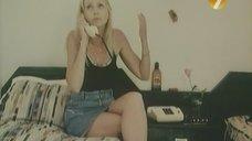 4. Ножки Екатерины Зинченко – Агент в мини-юбке