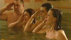 10. Обнаженные Диана Кехт и Анжела Каяшева веселятся в бассейне – Особенности банной политики, или Баня 2