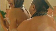 2. Обнаженные Диана Кехт и Анжела Каяшева веселятся в бассейне – Особенности банной политики, или Баня 2