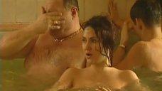 5. Обнаженные Диана Кехт и Анжела Каяшева веселятся в бассейне – Особенности банной политики, или Баня 2