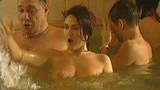 6. Обнаженные Диана Кехт и Анжела Каяшева веселятся в бассейне – Особенности банной политики, или Баня 2