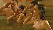 9. Обнаженные Диана Кехт и Анжела Каяшева веселятся в бассейне – Особенности банной политики, или Баня 2