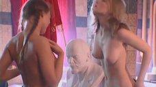 6. Полностью голые Марина Щербакова и Изабелла Романова моют друг-друга – Особенности банной политики, или Баня 2