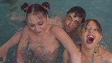 2. Обнаженная Светлана Немировская развлекает клиента в бассейне – Агент национальной безопасности