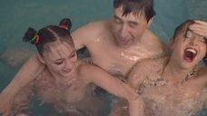 3. Обнаженная Светлана Немировская развлекает клиента в бассейне – Агент национальной безопасности