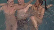 4. Обнаженная Светлана Немировская развлекает клиента в бассейне – Агент национальной безопасности