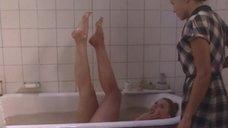 Соблазнительная Ольга Вечкилева плескается в ванне