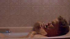 Джуди Денч принимает ванну
