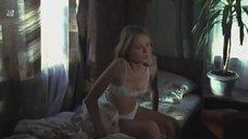 Сексуальная Анна Назарова в белом белье