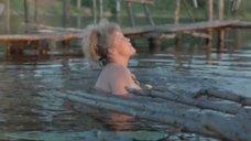 3. Обнаженная Наталья Гундарева в отражении воды – Две стрелы. Детектив каменного века