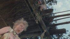 6. Обнаженная Наталья Гундарева в отражении воды – Две стрелы. Детектив каменного века