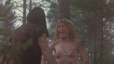 Ольга Токарева отпугивает голой грудью