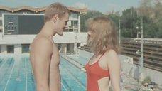 Сексуальная Ирина Феофанова в красном купальнике