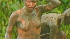 Лика Стар топлесс в грязи на шоу «Последний герой 4»