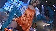 Сексуальная Лика Стар в коротком платье без лифчика
