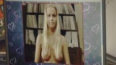 Голая грудь Анны Лутцевой