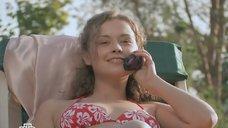 8. Наталья Русинова в купальнике – Молодые и злые