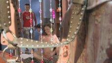 10. Сексуальное тело Натальи Русиновой намазывают кремом – Молодые и злые