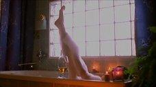 Оксана Фандера принимает ванну
