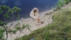 1. Обнаженная Полина Сыркина купается в озере – Кадет