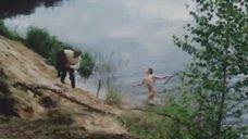 12. Обнаженная Полина Сыркина купается в озере – Кадет