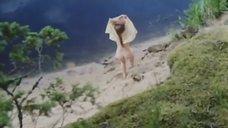 3. Обнаженная Полина Сыркина купается в озере – Кадет